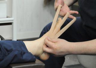 左股関節痛・右外反母趾・浮足の施術